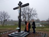 Освячення оновленого Поклінного Хреста у селі Дмитрівці!
